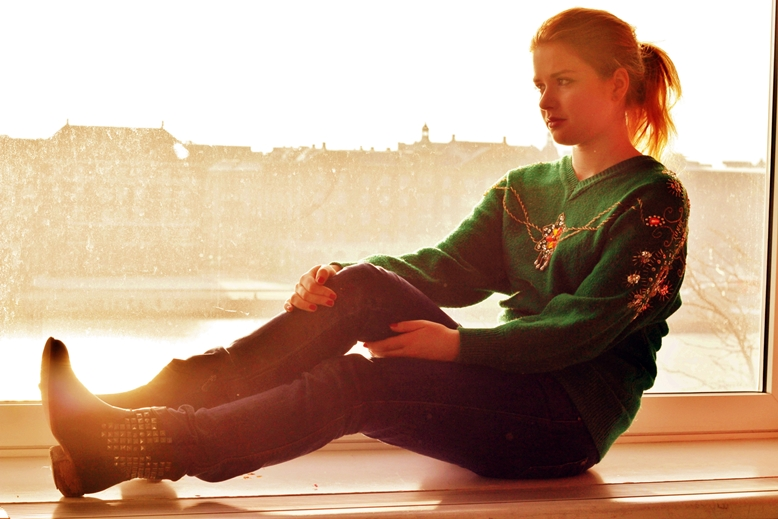 sunlight filter girl, girl sitting on the window look at a river, pixrl effect karen, copenhagen danhostel view, danhostel window view, danhostel copenhagen city trivoli picture,