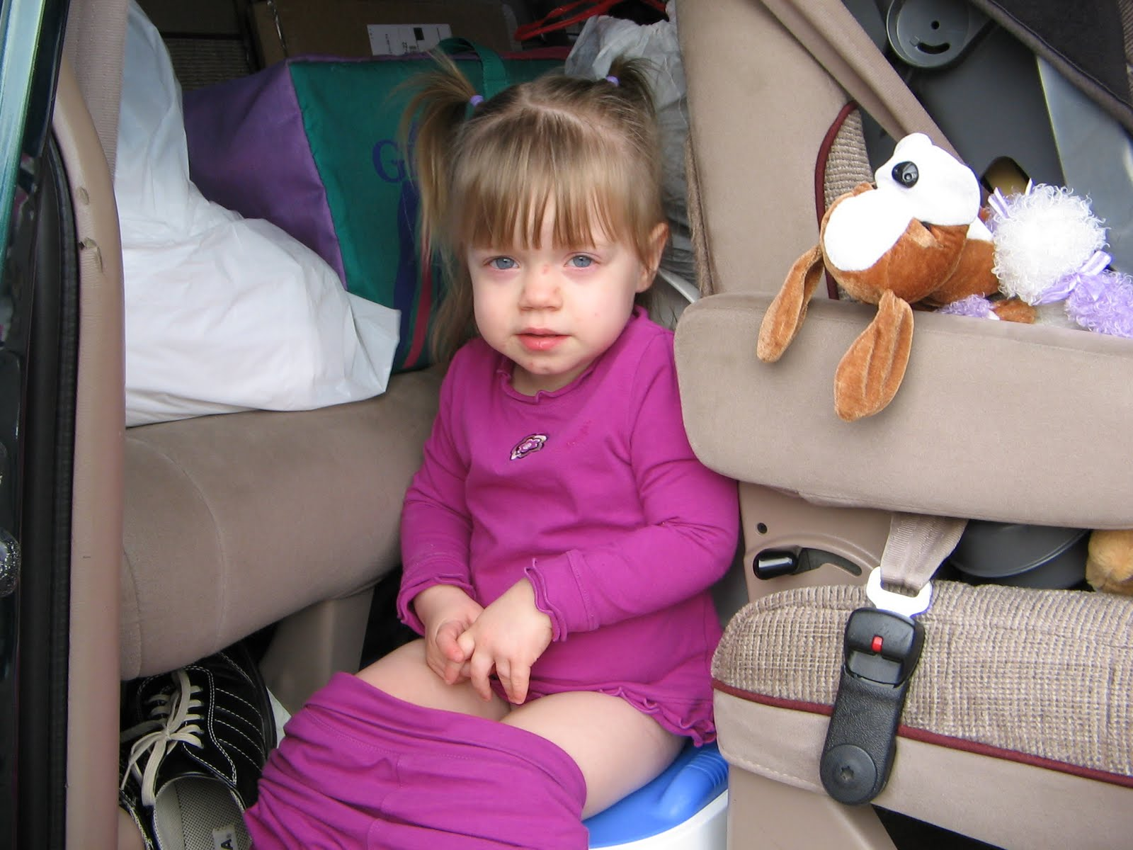 Little Girl Pee On Potty In The Car | Download Foto ...