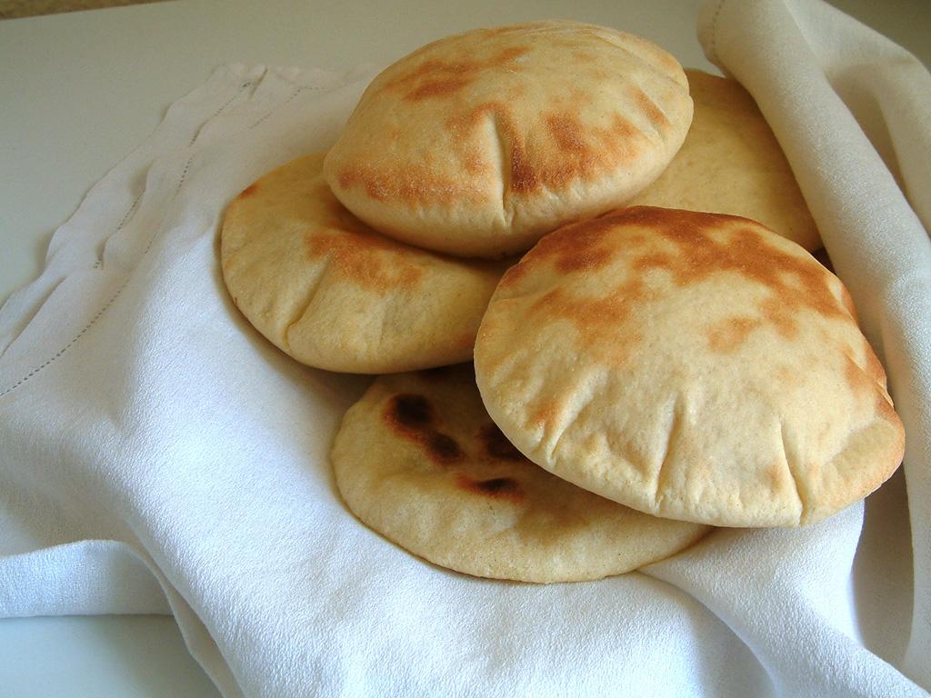 PITA BREAD   Cook , eat & move fast !