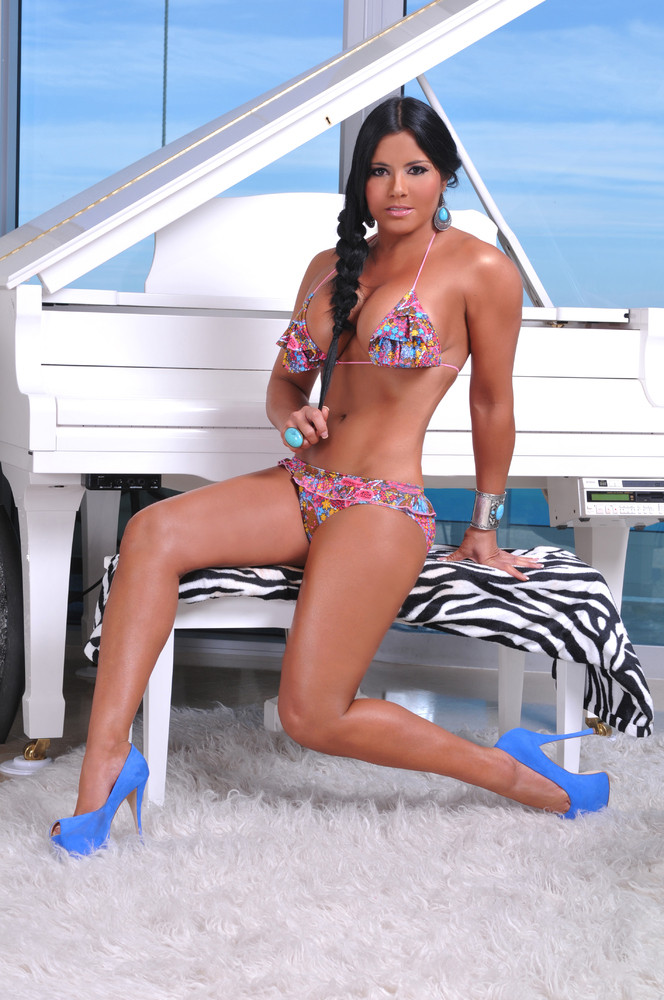 Maripily Rivera en bikini esa mujer esta buena  WETECA DOMINICANA