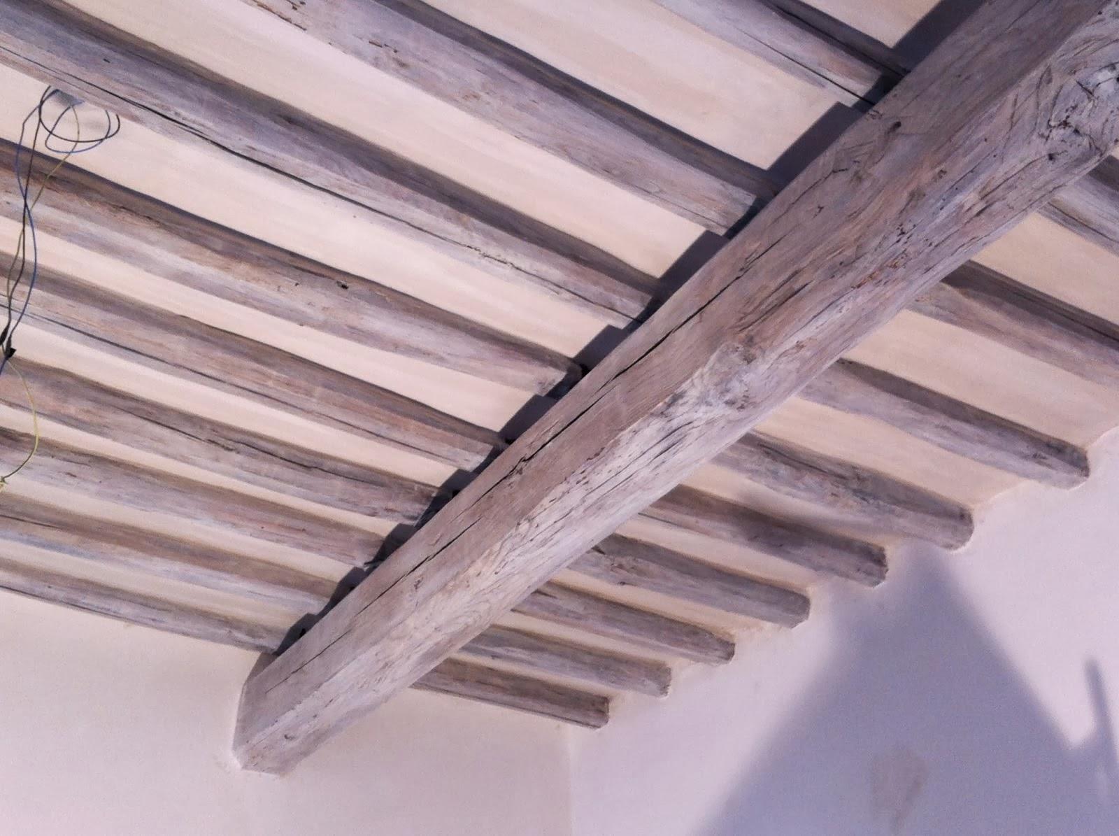 Faretti Per Travi Di Legno: Soffitto con travi in legno bianco: come pulire l...