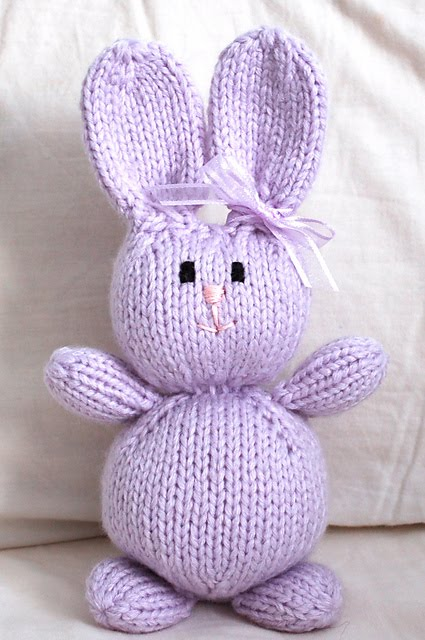 Knitted Bunnies Free Pattern : snapdragon crafts: stinkin cute Easter knits