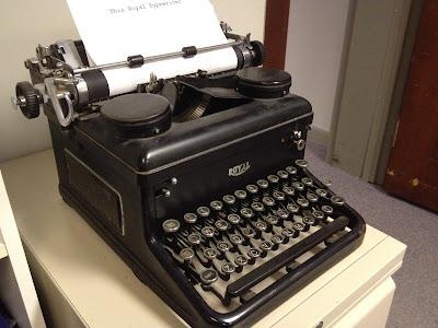 1900s typewriter