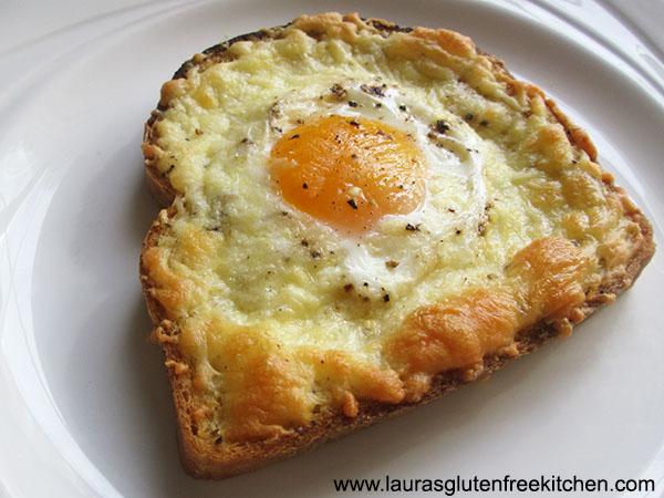 Cheesy and Egg Breakfast Toast