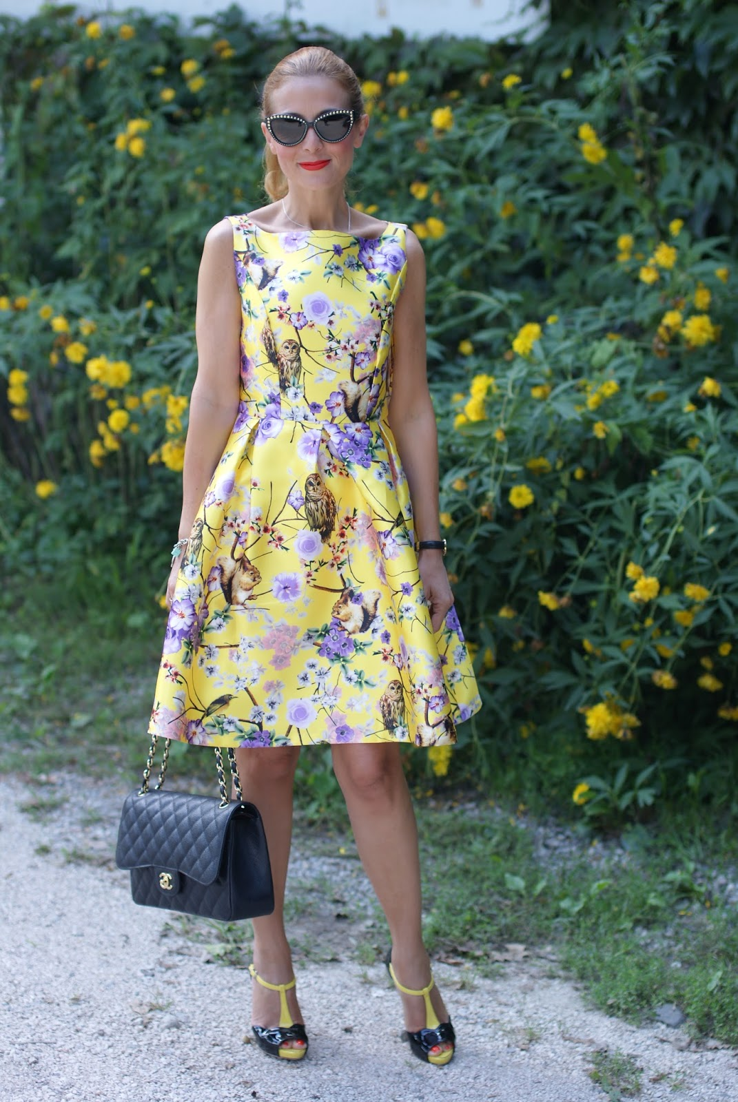 Zaful floral and owls yellow print dress with Chanel classic flap bag and fashionable ducks on Fashion and Cookies fashion blog