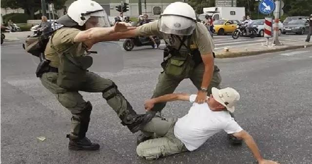 77χρονος έδειρε δέκα πάνοπλους ΜΑΤατζήδες, απεφάνθη το δικαστήριο και του έριξε 12 μήνες φυλακή !!!