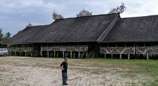 rumah adat kalimantan barat rumah adat suku dayak Rumah panjang kalimantan barat kalbar suku dayak 300x163 Gambar Rumah Adat Indonesia