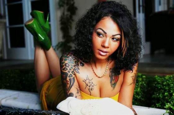 tatuagem em pele negra colorida