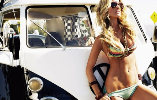 these are genuinely beautiful girls pictured with a mixture of vintage and super cars enjoy - Super Cool Cars With Girls