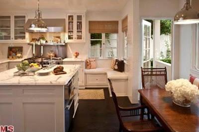 la amplia cocina