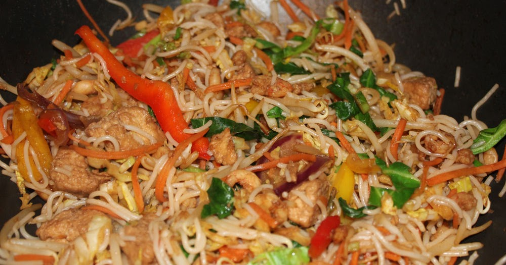 images Chinese-Style Stir-fry With Chicken and Vegetables