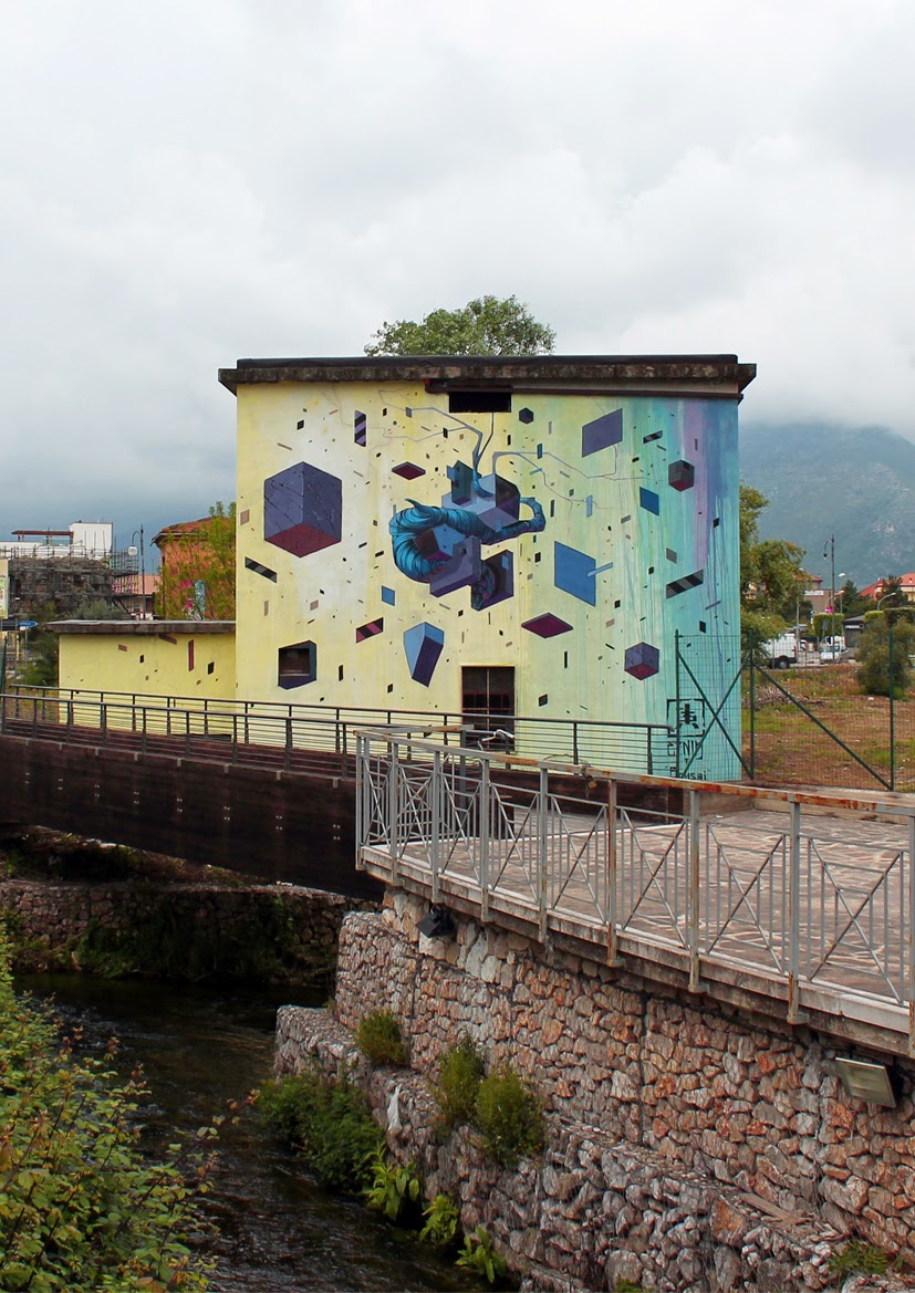 Etnik is also in Fondi where he was invited by the excellent Memorie Urbane Street Art Festival to work on a sweet new wall. 1