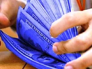 El blue atrae la mitad de los dólares turistas