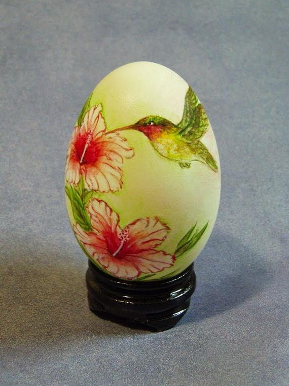 Artcraft from eggshell ; painted eggshell