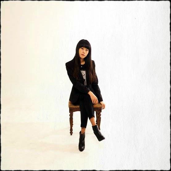 Wywiad z Sina Hyunju Nam, śpiewającą po francusku piosenkarką z Seulu.