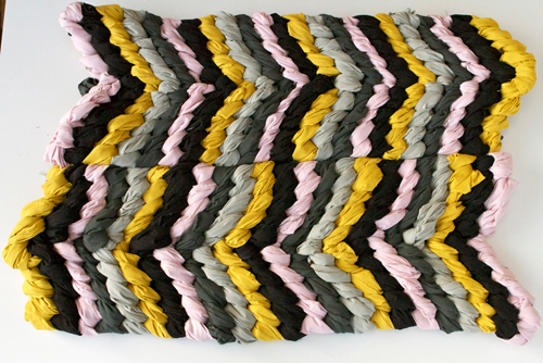 DIY: Friendship Bracelet chevron rug