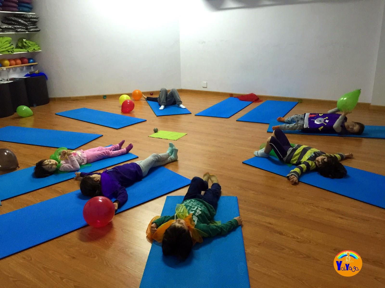 Yaiyoga clase de yoga con el monstruo de colores - Colchonetas suelo infantiles ...