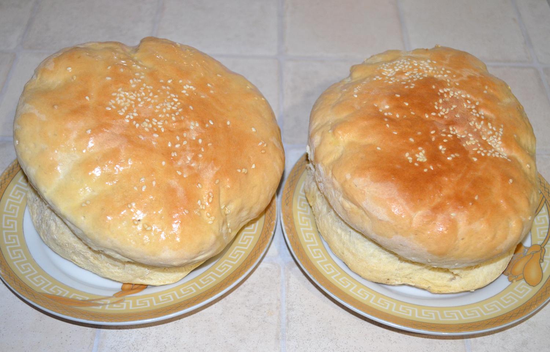 Хлеб домашний: Смазать сливочным маслом