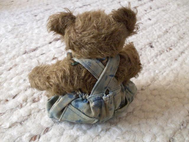 Alex lernt nähen: Sonntagshose für den Teddy
