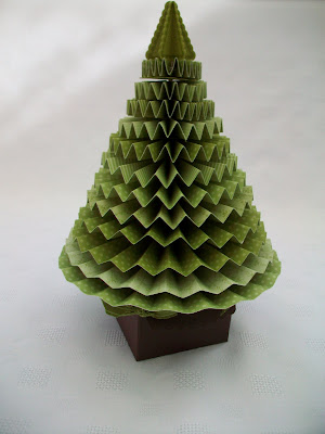 Stamping Moments: 3D Pleated Christmas Tree!