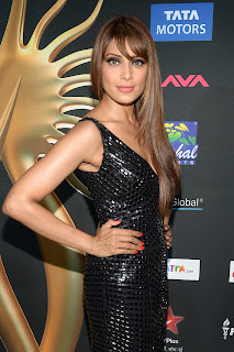 Bipasha Basu spotted in  Black Gown at IIFA Awards 2014 Must See