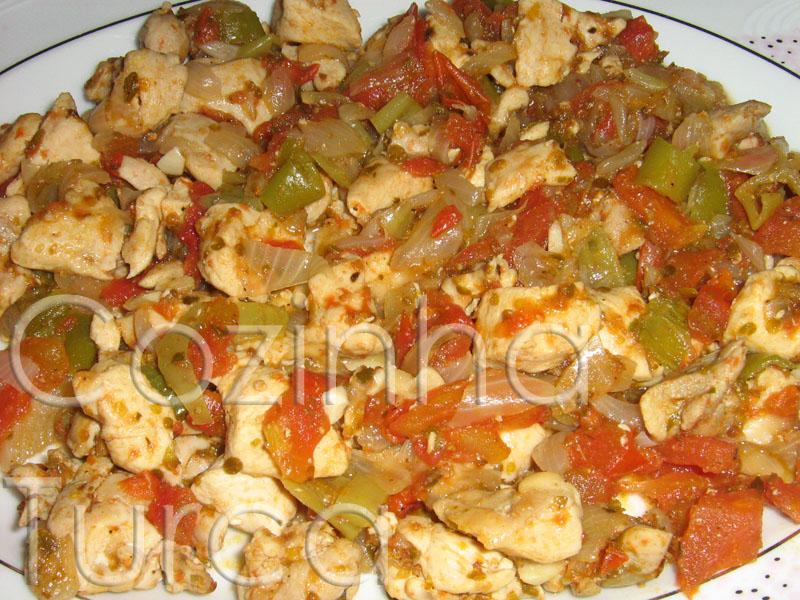 Frango Salteado com Legumes (Biberli Tavuk Kavurma)