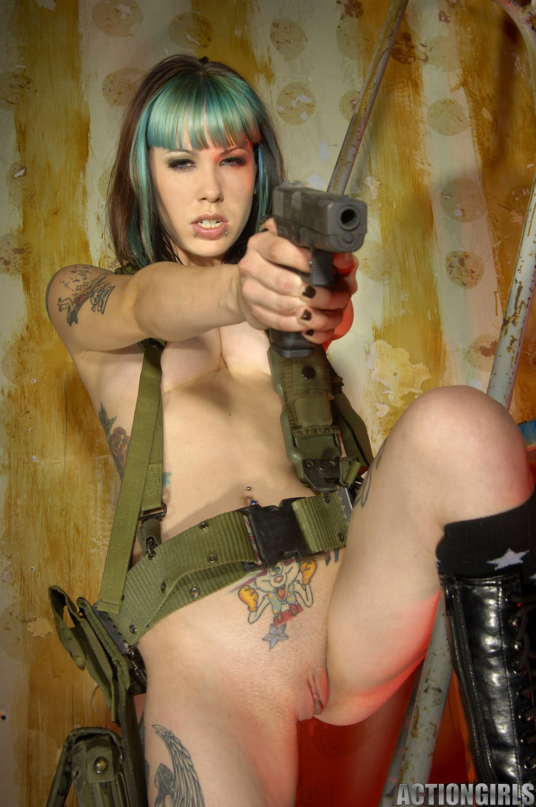 Женщины военой форме порно онлайн