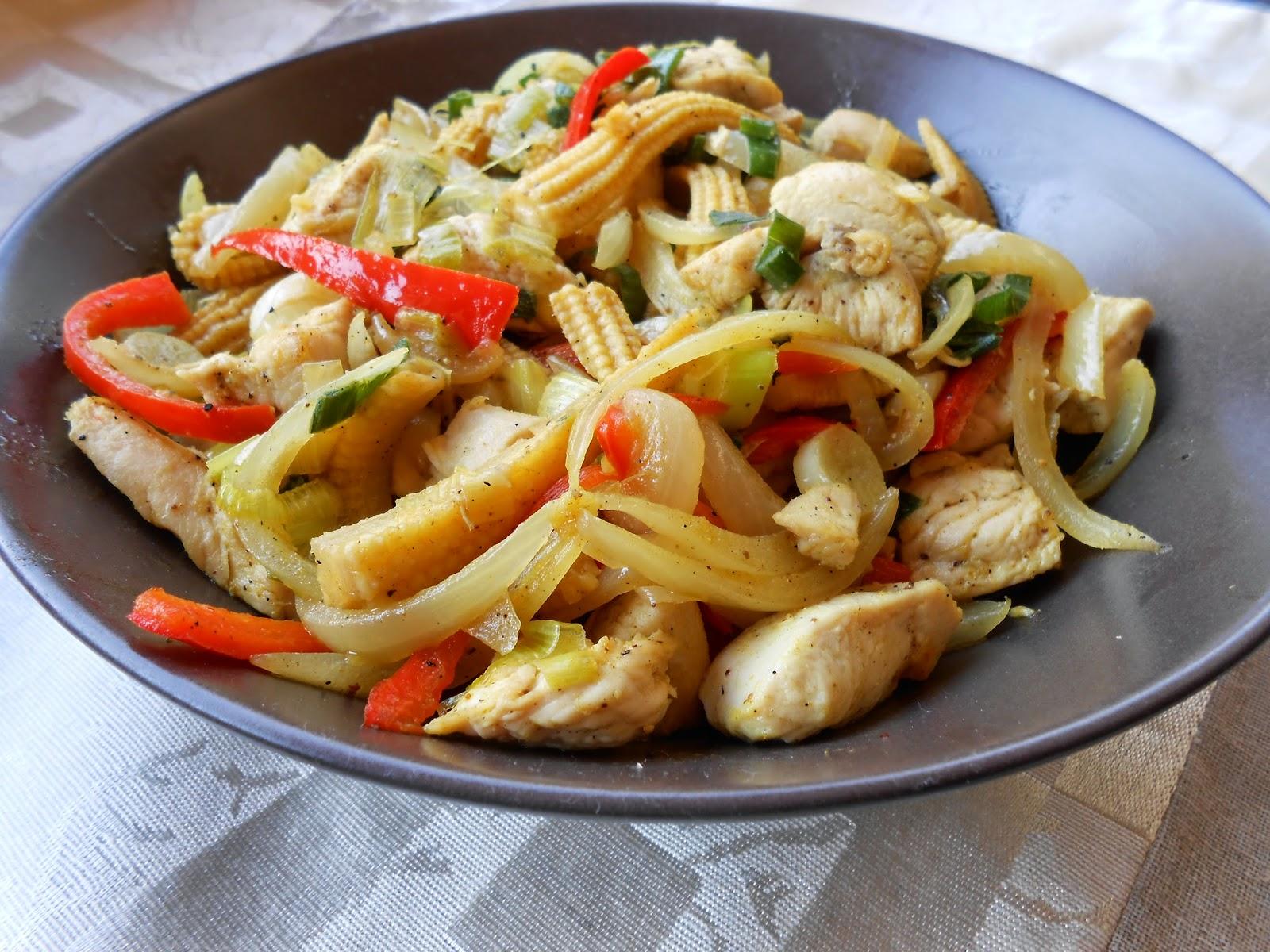 Κοτόπουλο με λαχανικά και κάρυ - ewomenmagazine.blogspot.gr
