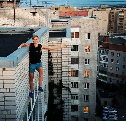 17 year old Russian boy who falls to his death taking the extreme selfie!