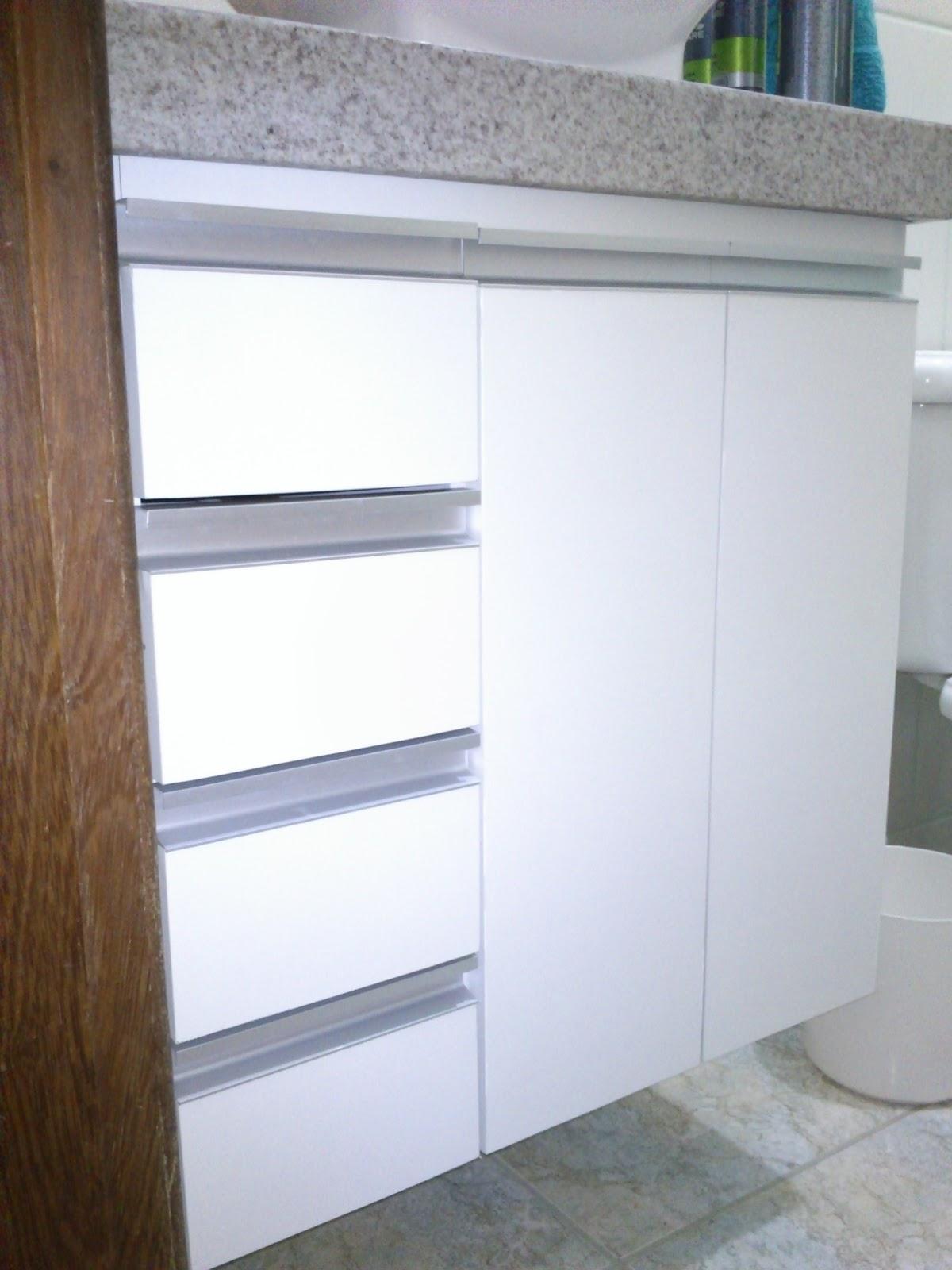 Armário para Banheiro (Padrão Branco) Puxadores em Perfil de  #3F2E1F 1200x1600 Armario Banheiro De Aluminio