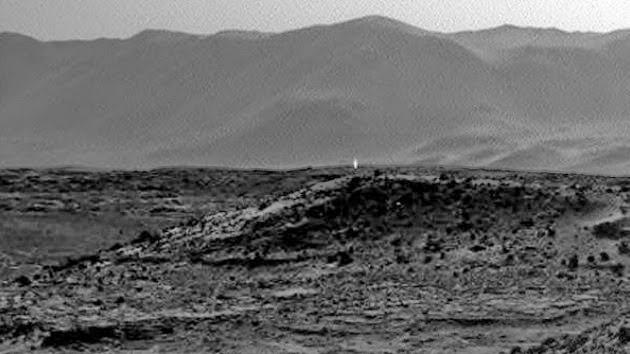 Misterioso rayo de luz en divisado en Marte. ¿Una luz artificial en marte? Extrano-brillo-en-marte