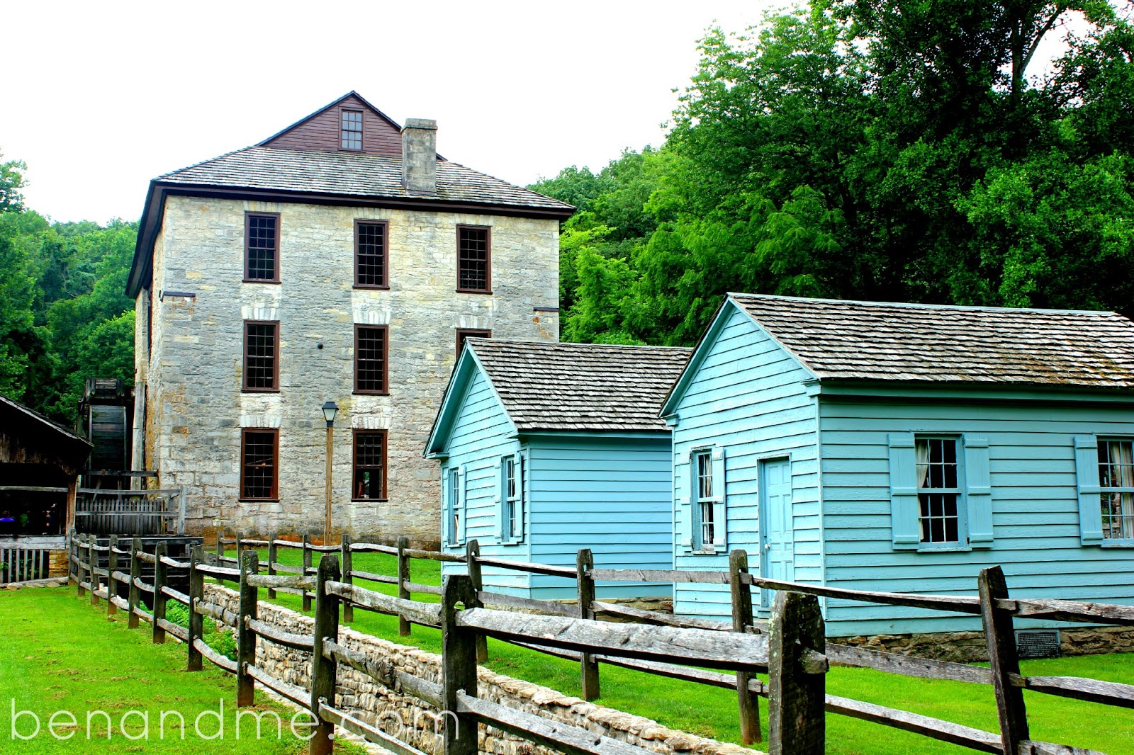 mill spring Mill spring, a village of 189 according to the 2010 census, is situated in the southwestern portion of wayne county.