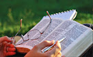 """Vamos ler a Bíblia juntos em um ano?!! Clique no link """"Lendo a Bíblia em um ano"""""""