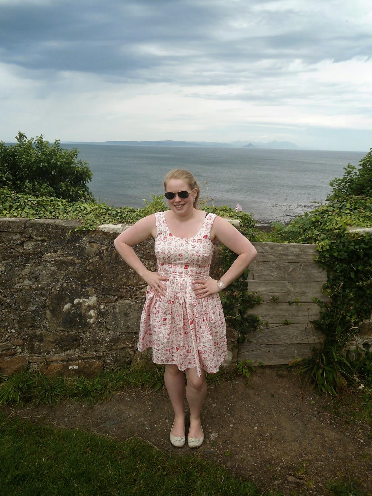 http://jennifercatherineshaw.blogspot.com/2014/07/tilly-and-buttons-lilou-dress.html