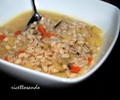 L'orzo questo favoloso cereale  zuppa e una delizia di tortino