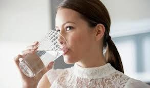 minum-air-hangat