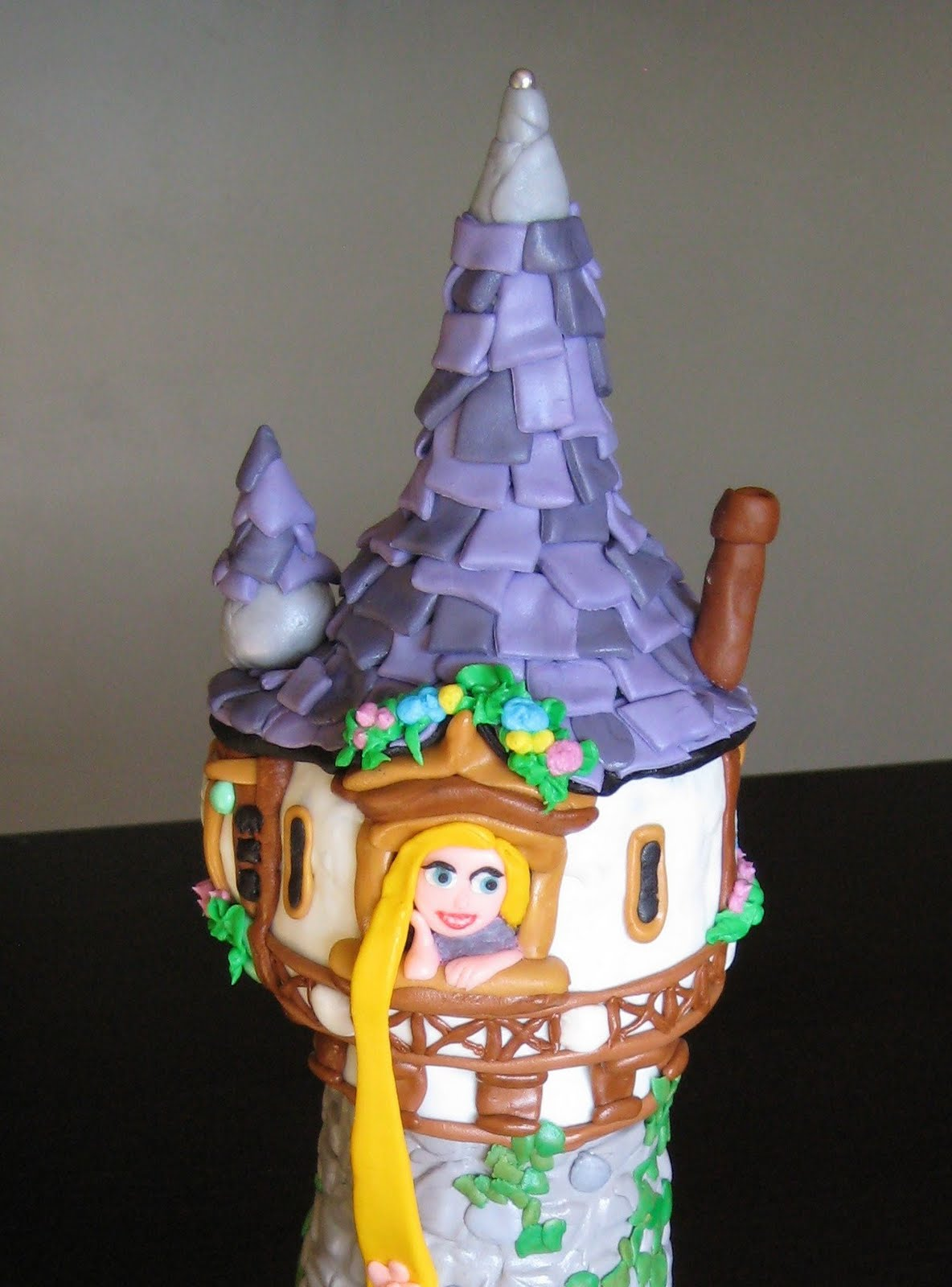 Rapunzel Cake With Cuocakes