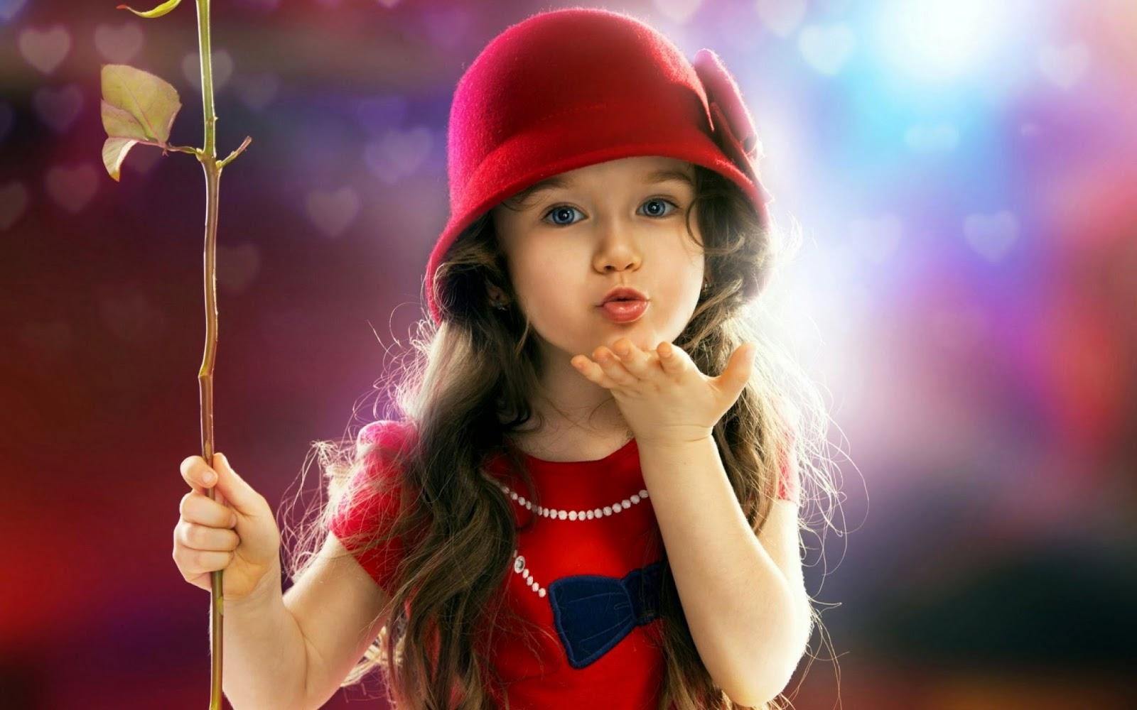 Foto bayi cantik pakai baju merah