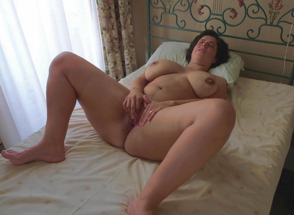 MEATY MATURE MUSTERBATE ON BED. | Stephani As Soon As ...