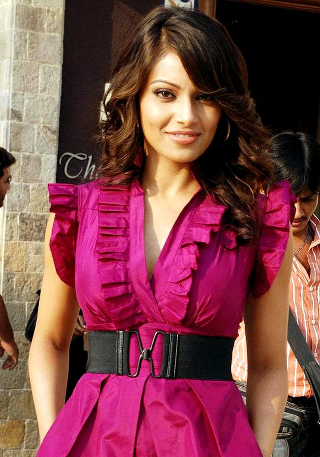 bipasha basu in pink dress - bipasha basu in Pink Dress