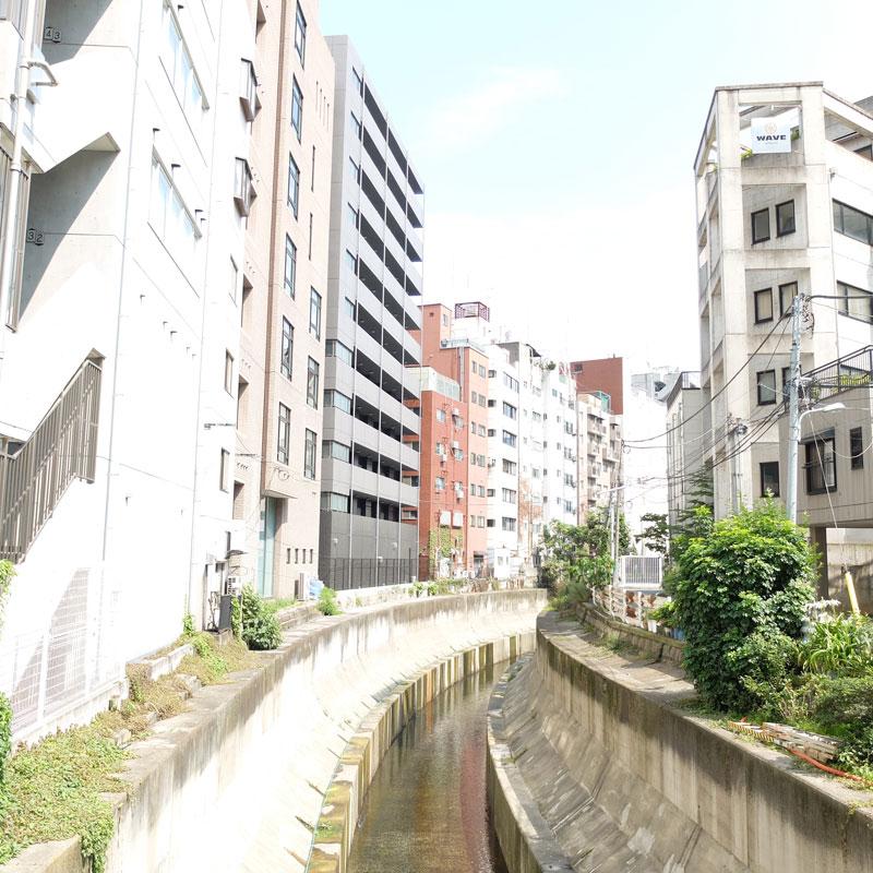 渋谷のビルの写真