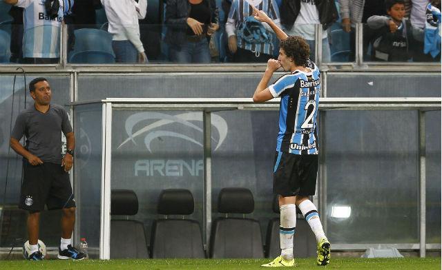Algoz em 2014, Galhardo finalmente marcou de falta a favor do Grêmio (Foto: Lucas Uebel/Grêmio FBPA)