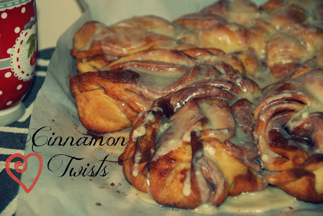 Featured Recipe | Twisted Cinnamon Rolls with Baking and Creating with Avril #SecretRecipeClub #recipe #cinnamonroll #breakfast