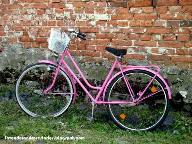 różowy rower