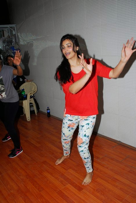 Daisy Shah Spotted Rehearsing For Her New Years's Eve Performance