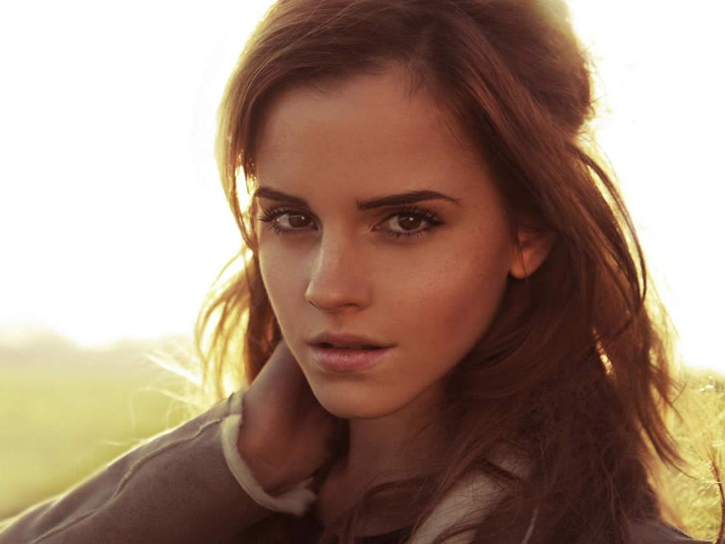 http://2.bp.blogspot.com/-T1RFqHrgF_0/Tv7q-kGxapI/AAAAAAAAEDY/h_UC-gdJJLo/s1600/Emma-Watson-hot.jpg