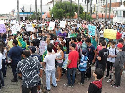 Manifestações em Birigui - Um Asno
