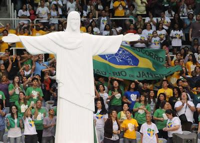 O Maracanãzinho, no RJ, se encheu de fé e juventude para contagem regressiva da Jornada Mundial em 2013