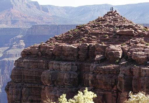 Benar-Benar Terbang Seperti Burung.  Yves Rossy si 'JetMan' Terbang Selama 8 Menit di Atas Bukit Grand Canyon