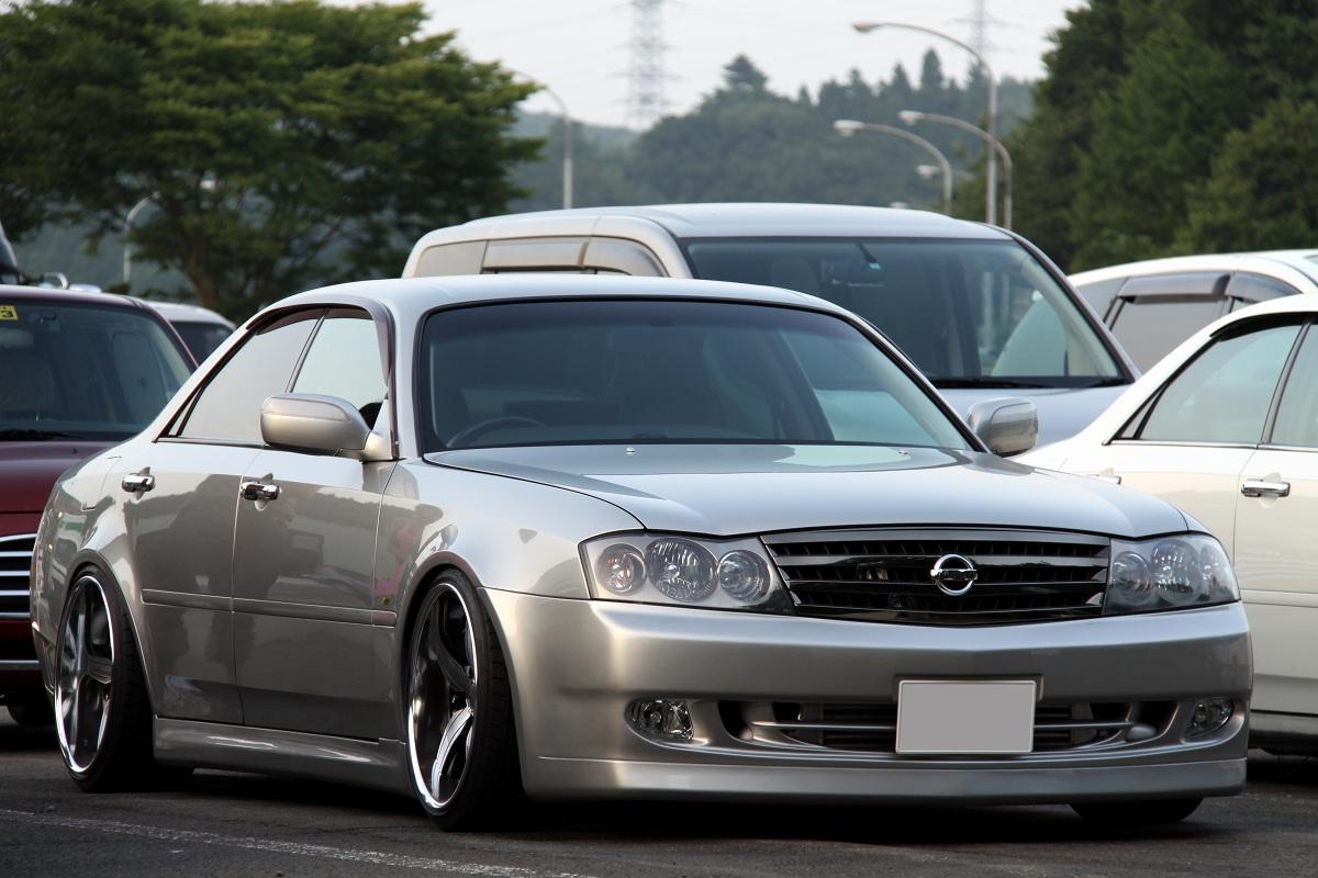 Nissan Gloria Y34, tylnonapędowe sedany, silnik V8, luksusowe, ciekawe auta, mało znane samochody, tuning, JDM, zdjęcia